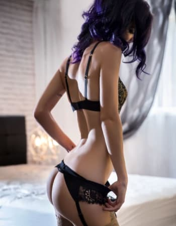 Gold Coast escorts, Emily Burton, private escort