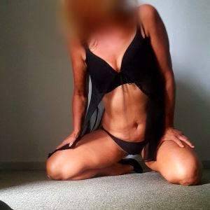 escort Stacey from Melbourne on her knees in a black outfit