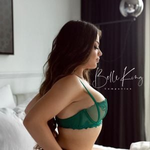 Melbourne escorts - Belle King in green lingerie in between the sheets