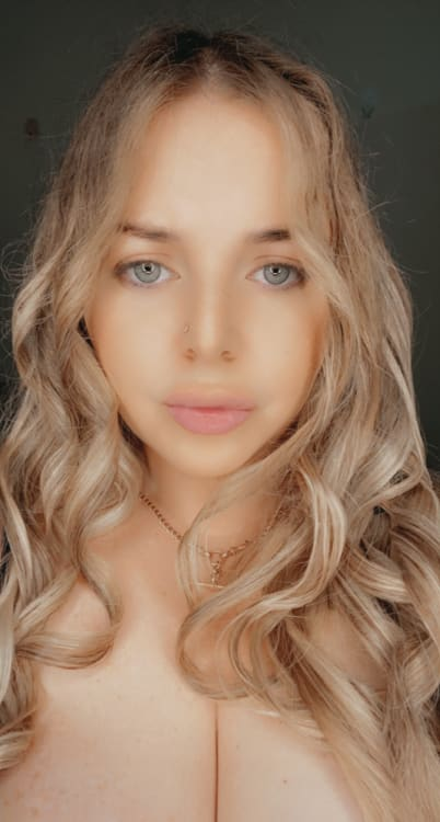 Charlie bbw outcall escort in Sydney with blonde curly hair and blue eyes