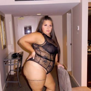 Charlie bbw showing her fantastic hips, ass and solid legs