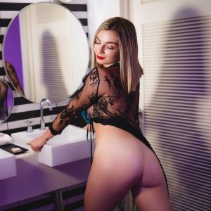 naughty girl Kat Squirt from Sydney in a bathroom