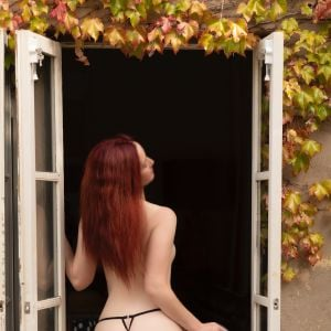 naughty Charlie Swinton from Melbourne showing her sexy milf butt
