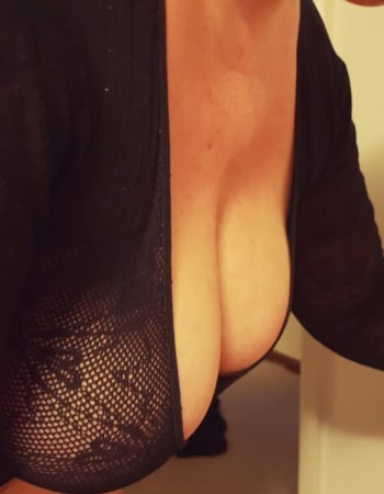 Scarlett on Realbabes, escorts in Canberra (ACT)